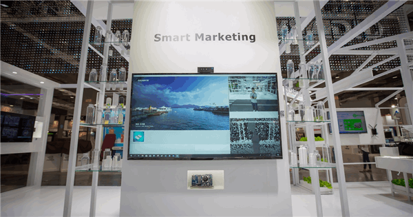 Smart Marketing - Digital Signage with Facial Recognition